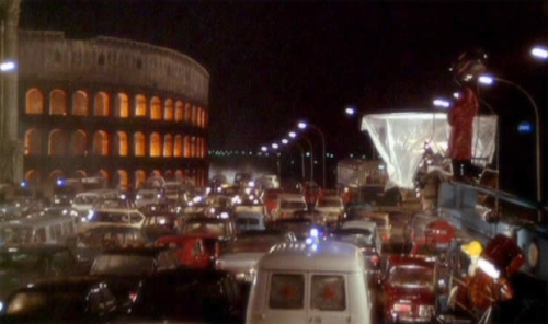 "Fotograma do filme ""Roma"" (1972) de Federico Felini"